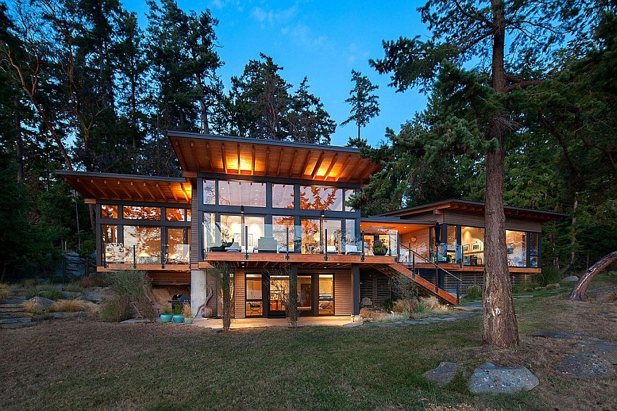 Cabin style Saturna Island Retreat with ocean view