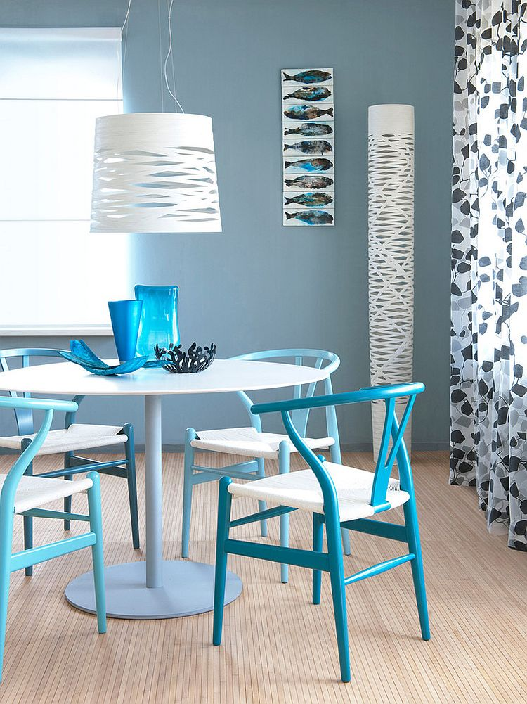 classic wishbone chairs in lovely blue steal the show in this small dining space design