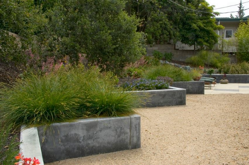 Custom concrete wall by Jeffrey Gordon Smith Landscape Architecture