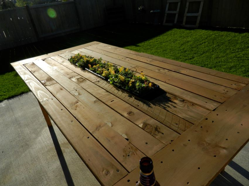 DIY pallet table with center planter