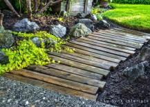 DIY-pallet-wood-walkway-217x155