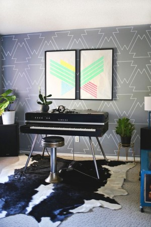 DIY stenciled wall created with paint pens