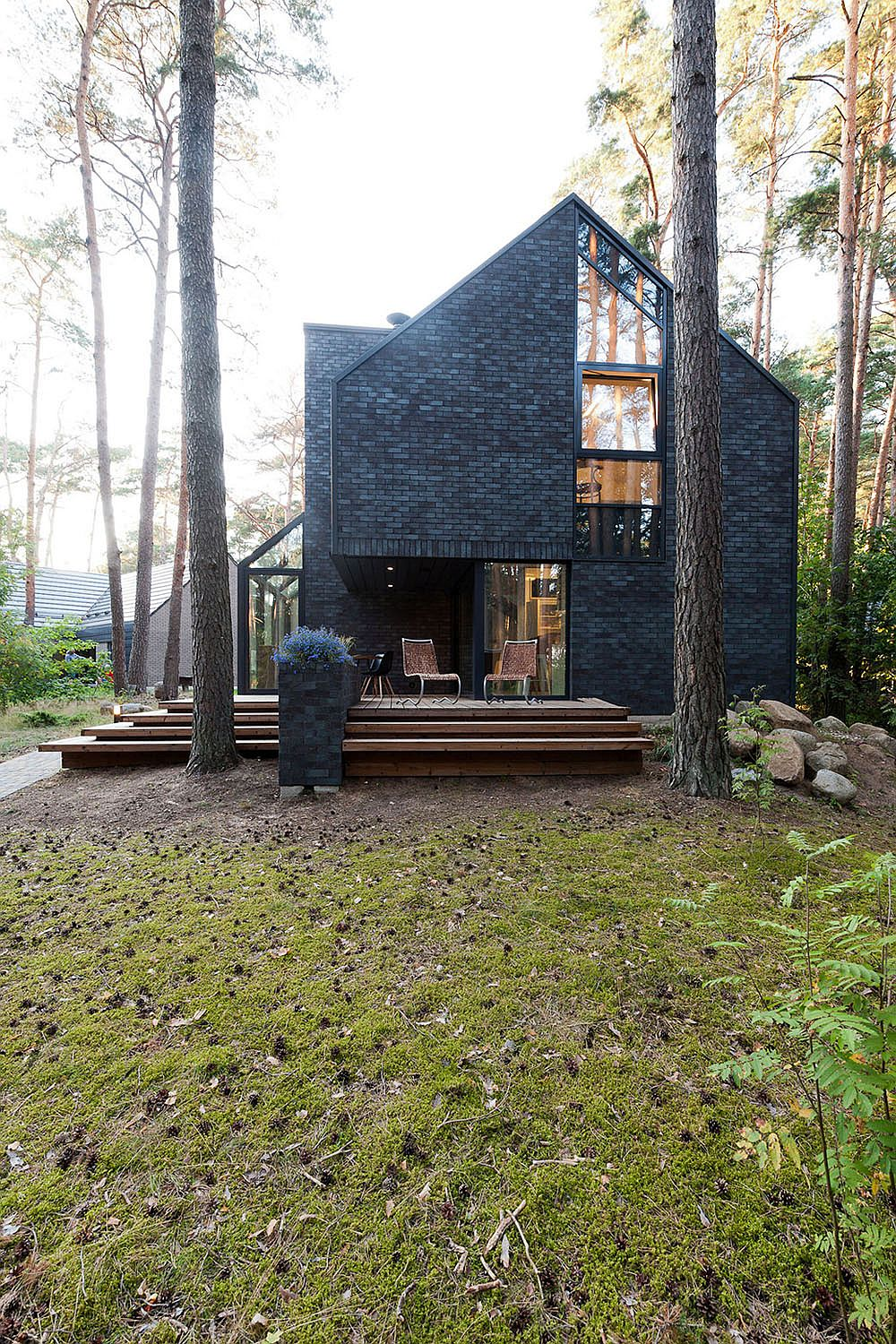 Dark Exterior of the contemporary house instantly draws attention