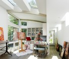 Dashing art studio with an innovative ceiling design [Design: Feldman Architecture]