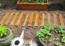 Easy garden path with pallet wood