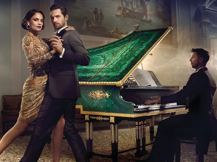 Exclusive piano covered with a layer of precious malachite is a true showstopper