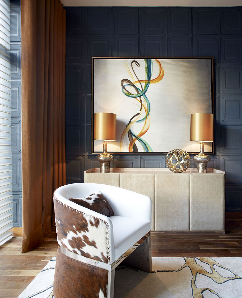 Exquisite table lamps bring a hint of gold to the setting