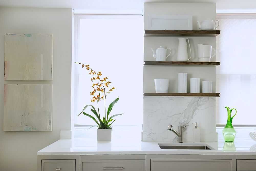 Floating shelves decorating idea in the kitchen