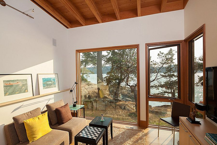 Home office of the Island Retreat with an access to the rugged coast