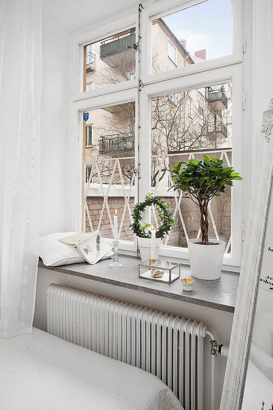 Interesting way to turn the window sill into a smart shelf!