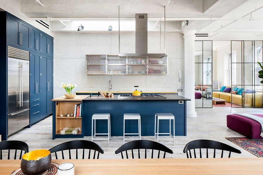 Kitchen island with open shelves, cabine space and floating wall sehlf with glass door in the kitchen