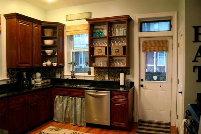 Kitchen with Garden Stone Backsplash