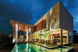 Stunning Brazilian Home Steals the Show with a Sensational Courtyard