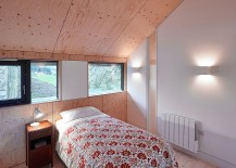 Light-wooden-surfaces-add-cozy-wramth-to-the-bedroom-217x155