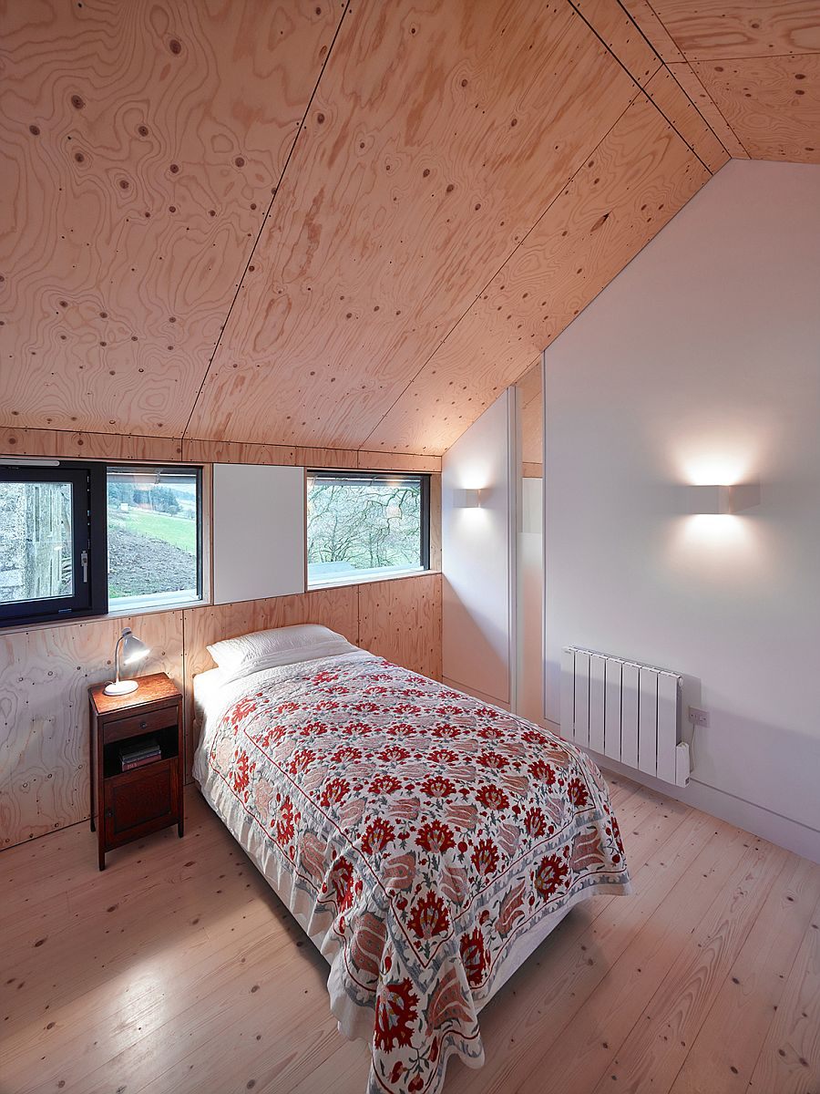 Light wooden surfaces add cozy wramth to the bedroom