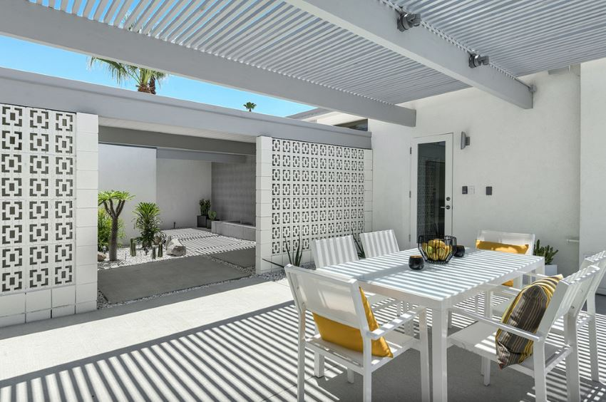 Midcentury LA outdoor dining space