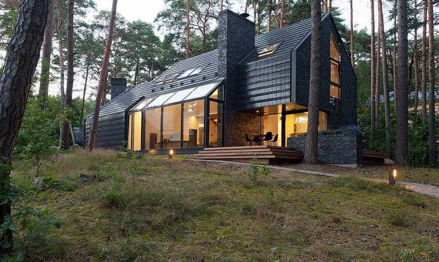 Black House Blues: Exquisite Forest Home Mixes Style with Soulful Melodies