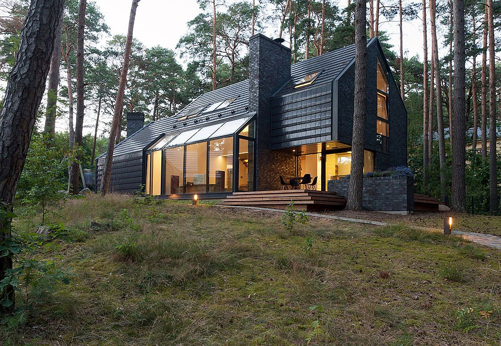 Modern Black House Blues in Kulautuva Lithuania Black House Blues: Exquisite Forest Home Mixes Style with Soulful Melodies