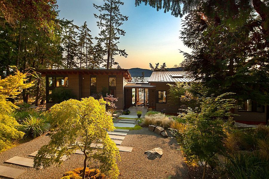 Natural canopy around the lovely Saturna Island Retreat