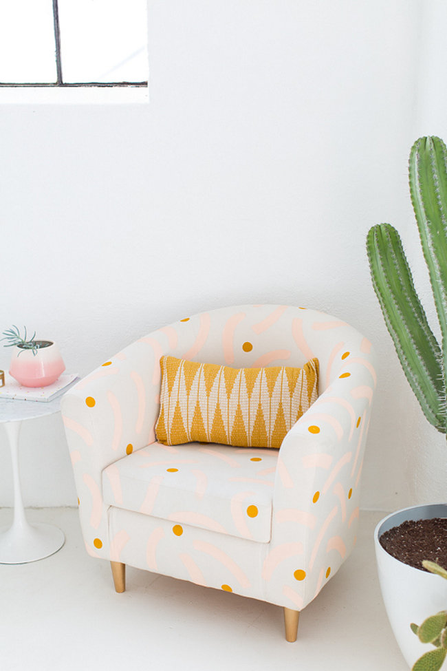 Painted chair idea from Sugar and Cloth  The Best DIY Projects for Spring Painted chair idea from Sugar and Cloth