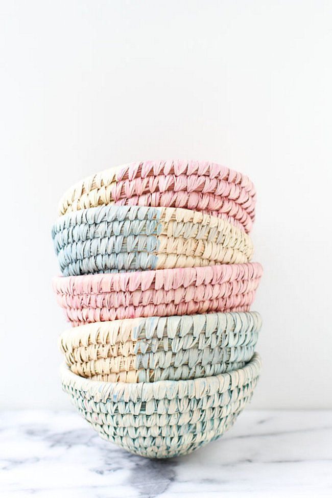 Pastel dip dyed baskets from Paper & Stitch  The Best DIY Projects for Spring Pastel dip dyed baskets from Paper Stitch