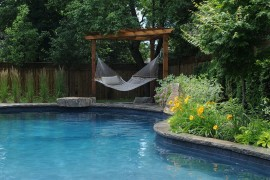 Perfect way to relax by the pool this summer  Summer Spirit: 25 Cool Outdoor Hangouts with a Hammock! Perfect way to relax by the pool this summer 270x180