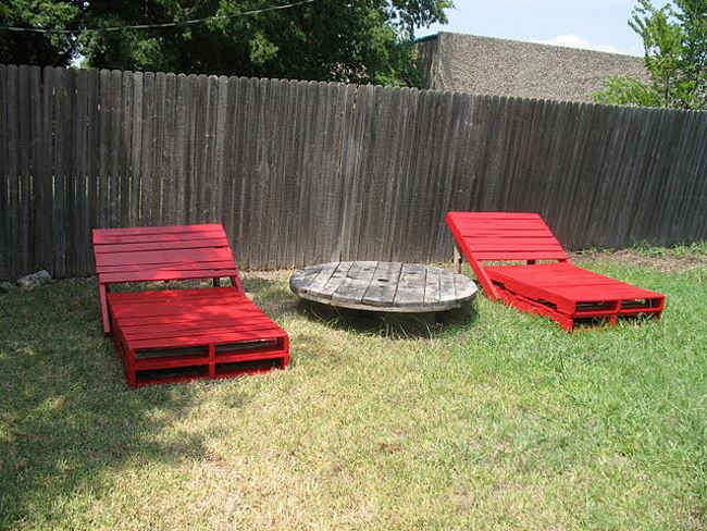 Red pallet loungers for the outdoors