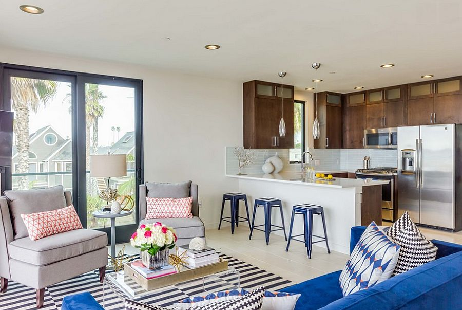 Relaxed beach style living room with pops of bright hues [Design: Marengo Morton Architects]