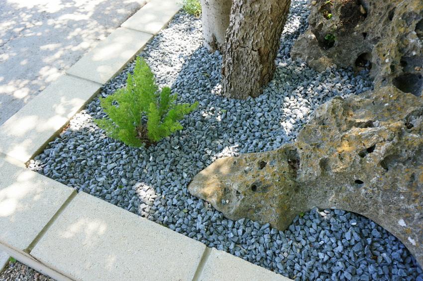 Retaining wall rock garden