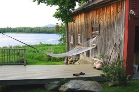 Summer Spirit: 25 Cool Outdoor Hangouts with a Hammock!