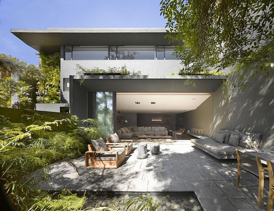 Serene Outdoor Oasis Backyard