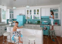 Shades of blue give the kitchen a relaxing ambiance
