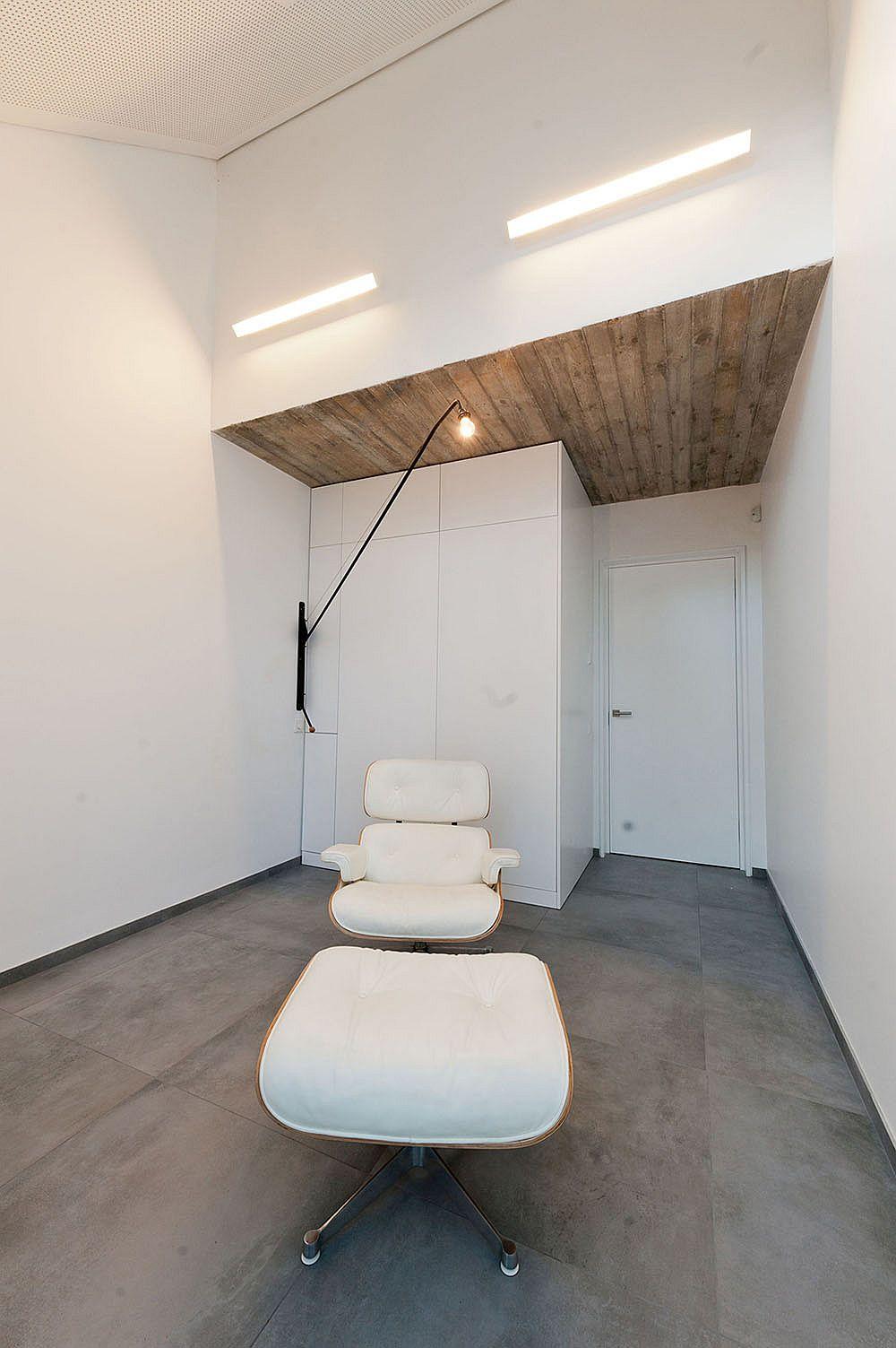 Sleek interiors of the house where the shelves melt into the backdrop