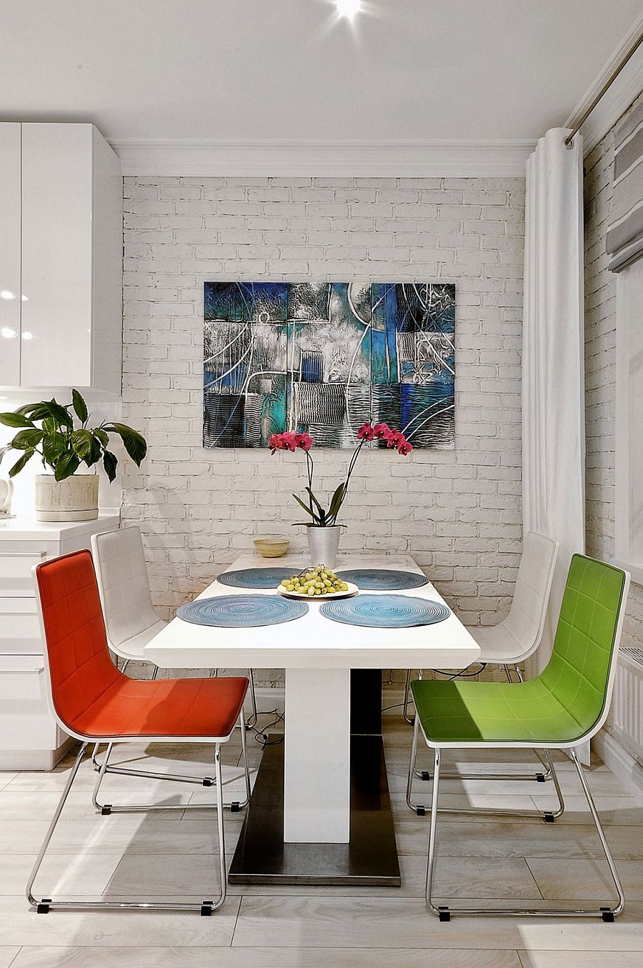 Small dining area idea for tiny apartment