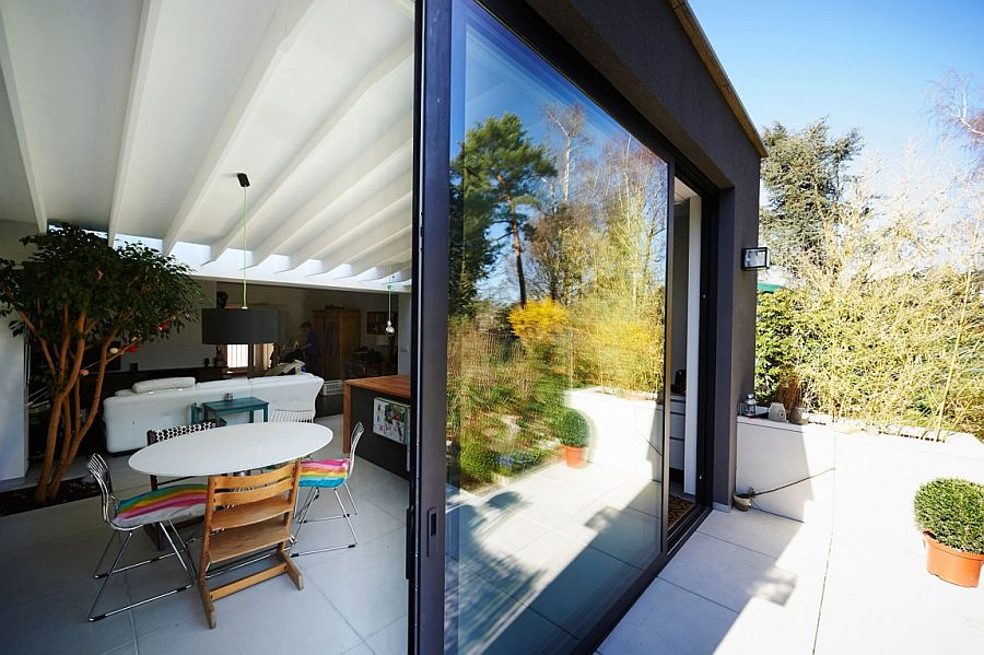 Smart contemporary home extension with a dash of color