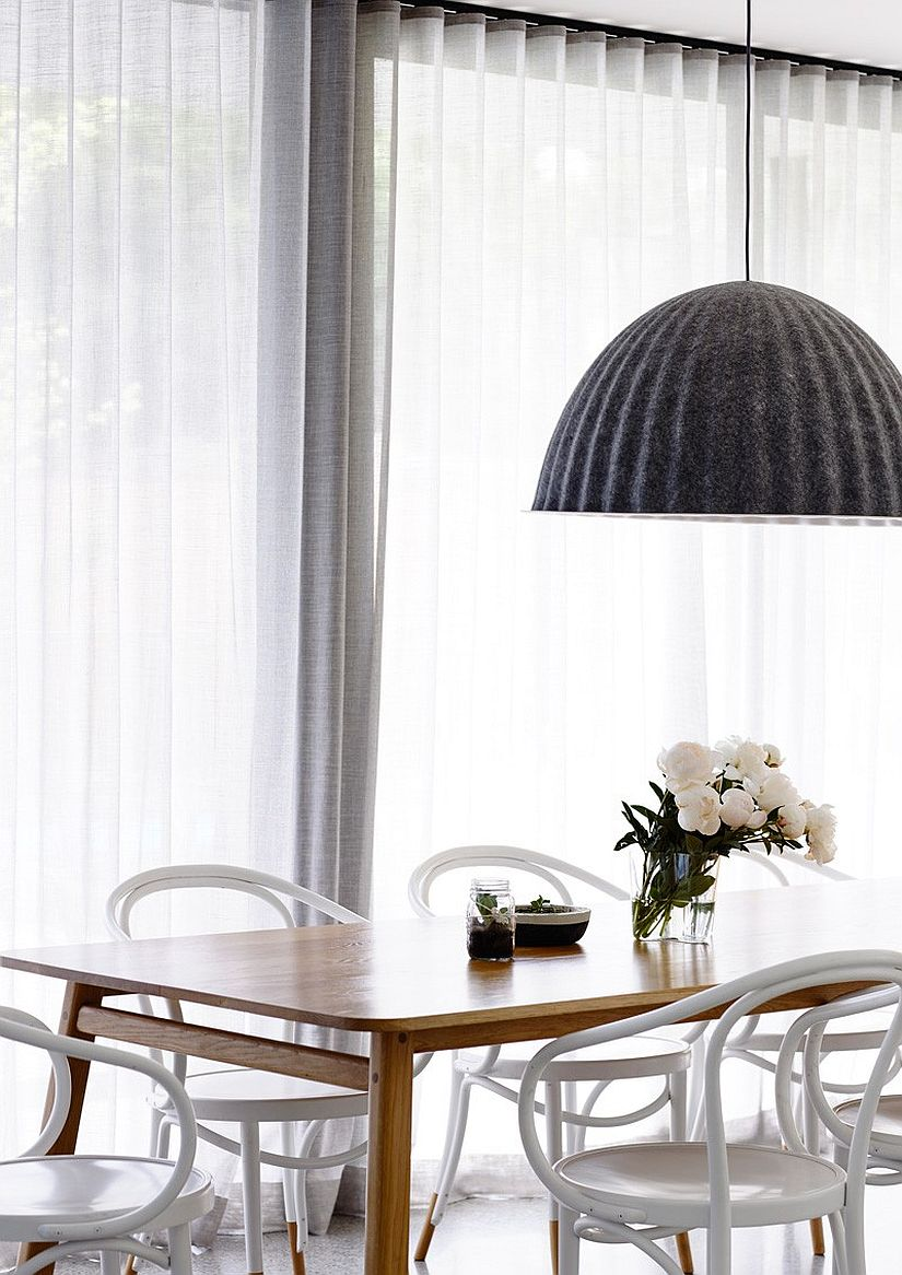 Smart dining area with a touch of femininity in its design