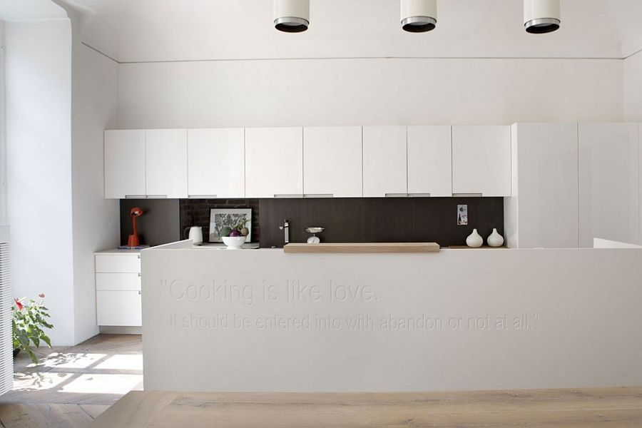 Stunning black and white kitchen makes a beuatiful statement - literally!