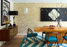 Stylish wallpaper brings golden elegance to the contemporary dining room