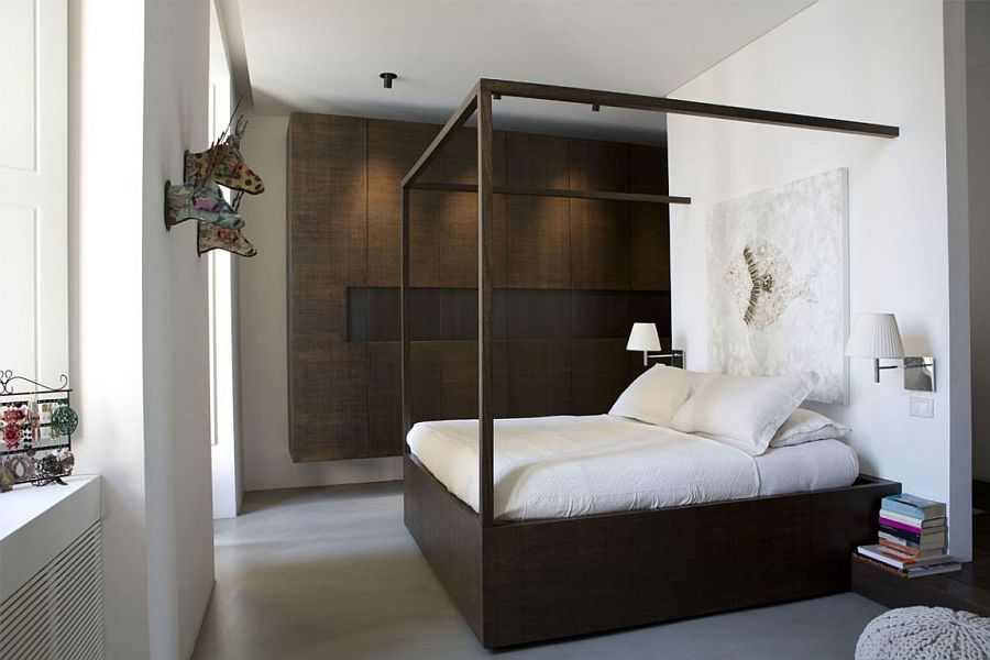 Traditional four-potser bed with a moden, minimal twist