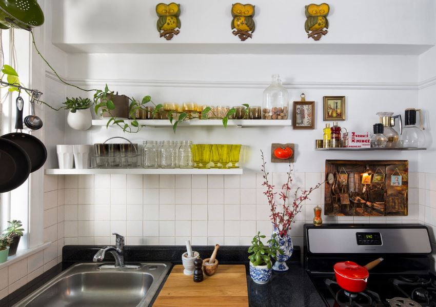 Utillizing wall space in a small kitchen
