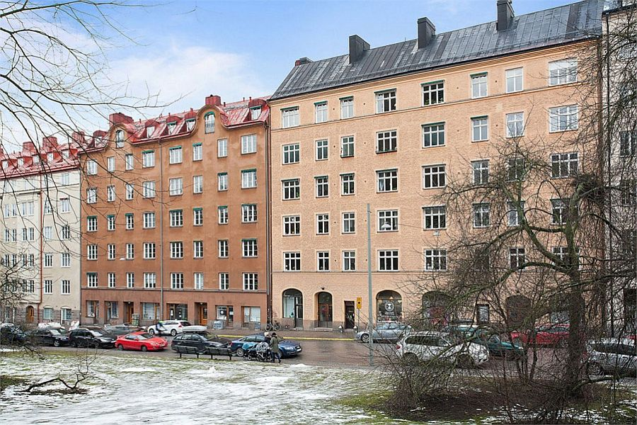 View of the building that holds the stylish Scandinavian style apartment in Högalid