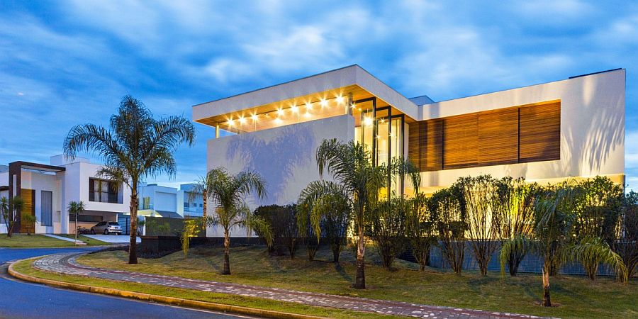 View of the stylish X11 from the street Stunning Brazilian Home Steals the Show with a Sensational Courtyard