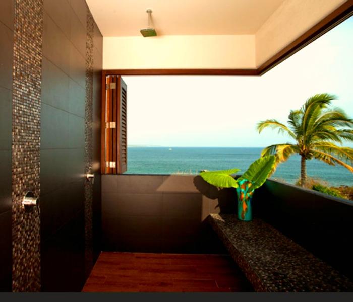 Villa Lunada Shower