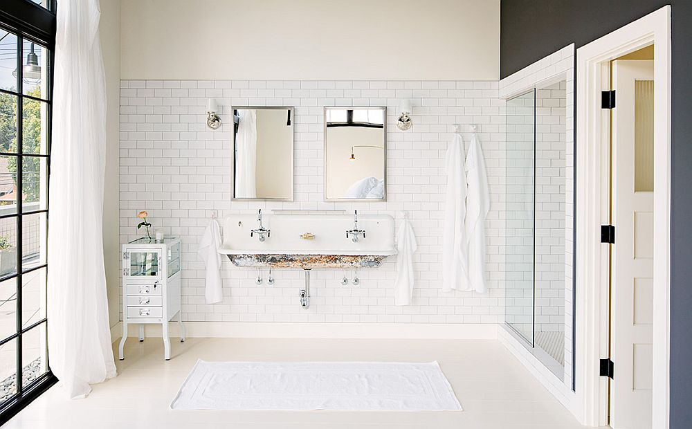 Vinatge decor and reclaimed materials shape the bathroom