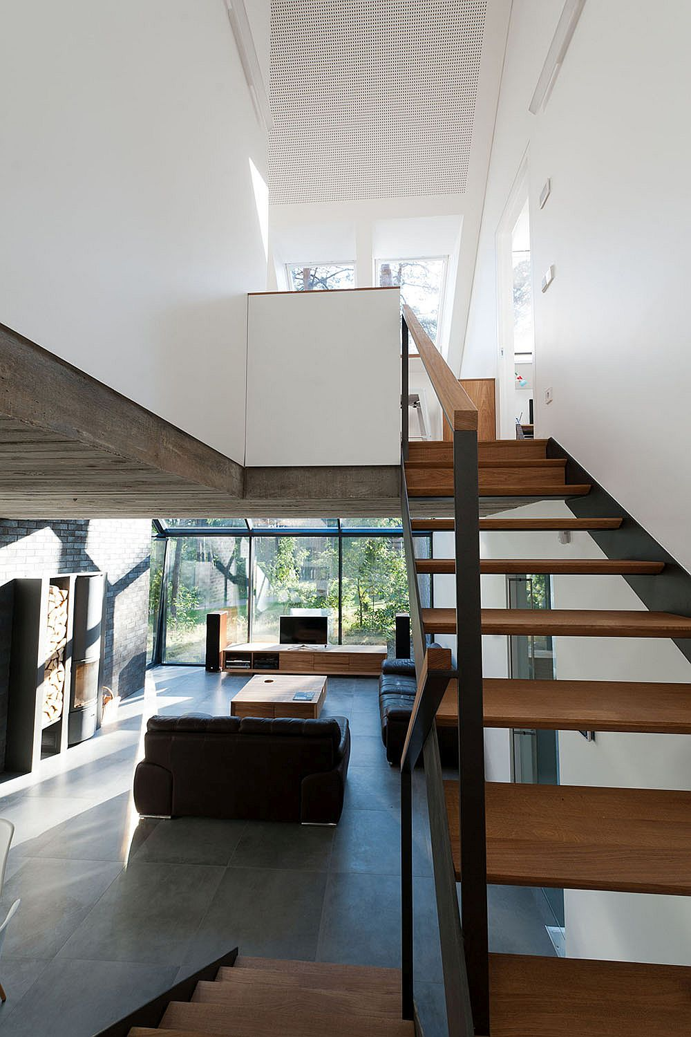Wooden and steel staircase keeps its design simple and industrial