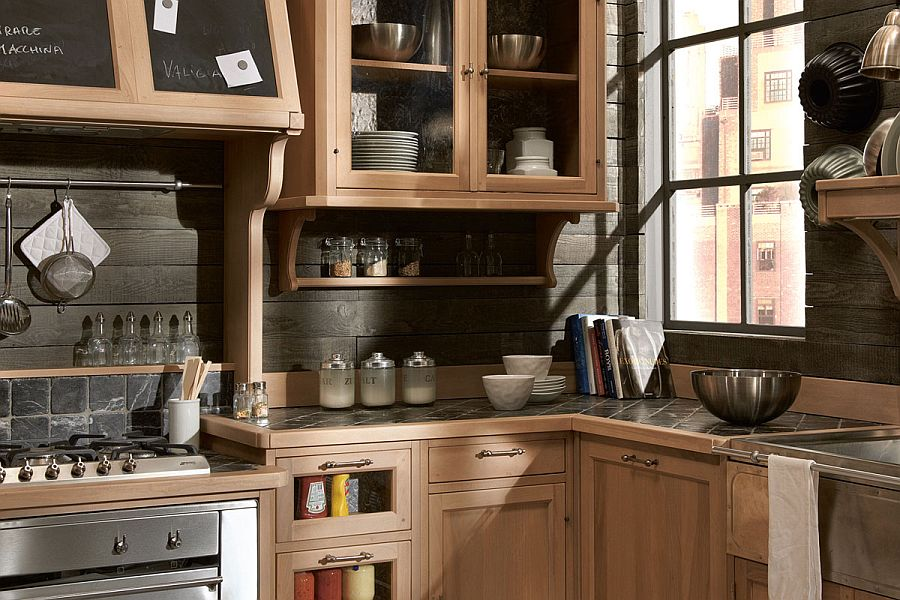 Wooden panels give the kitchen backdrop an inimitable look!