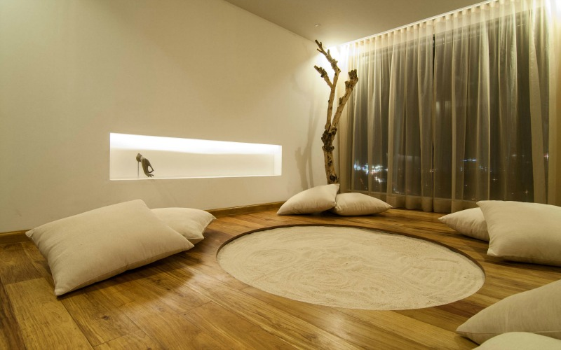 Peaceful chic meditation rooms for Zen type bedroom ideas