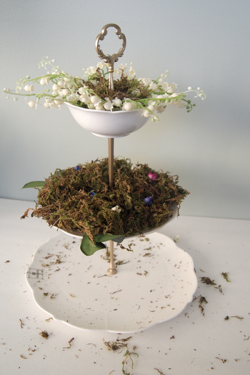 Add flowers and leaves to moss