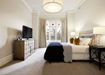 Beautiful-bedroom-combines-classic-and-modern-styles-217x155