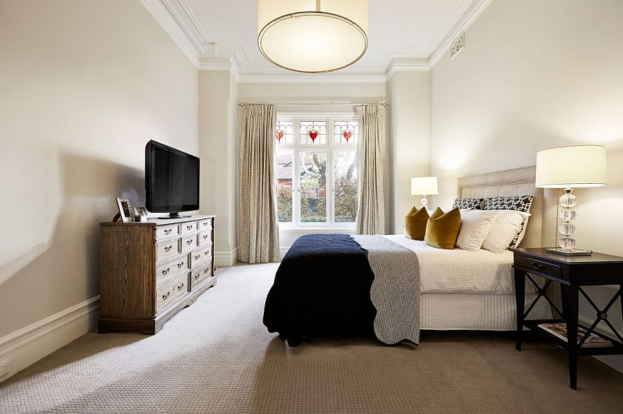 Beautiful bedroom combines classic and modern styles